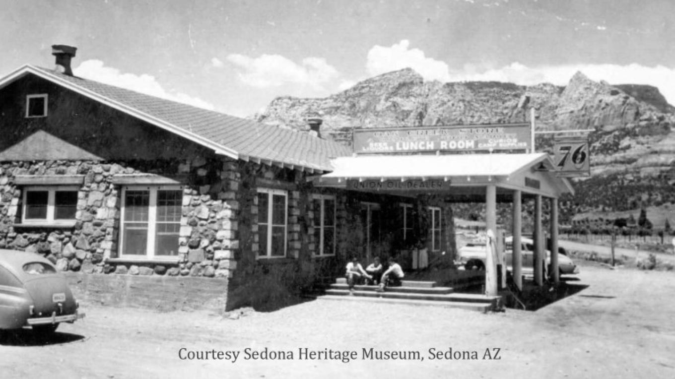 The Oak Creek Tavern in 1947, when it was one of only a handful of commercial buildings in town. – Courtesy Sedona Heritage Museum