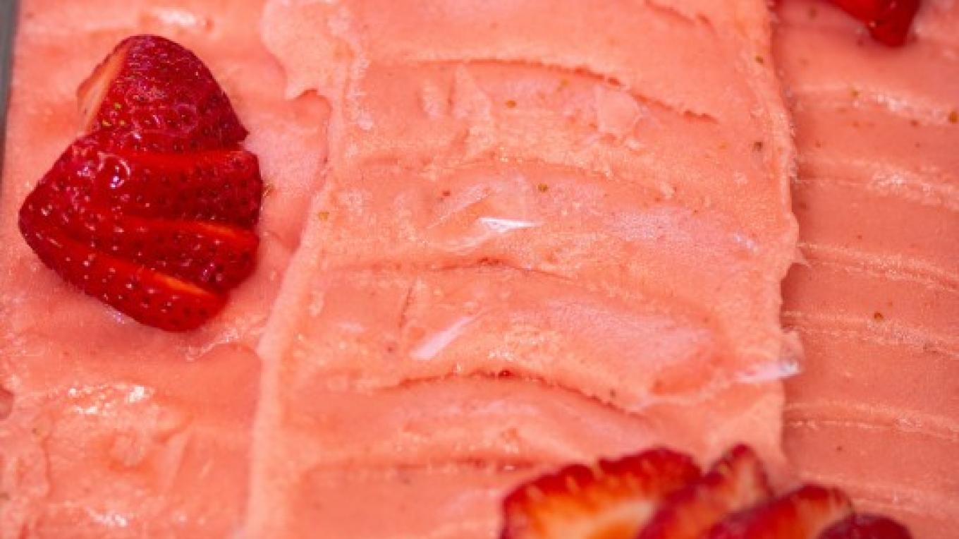 Fragola / Strawberry Sorbetto -- Bright, fresh and totally vegan-friendly – Essential Photography