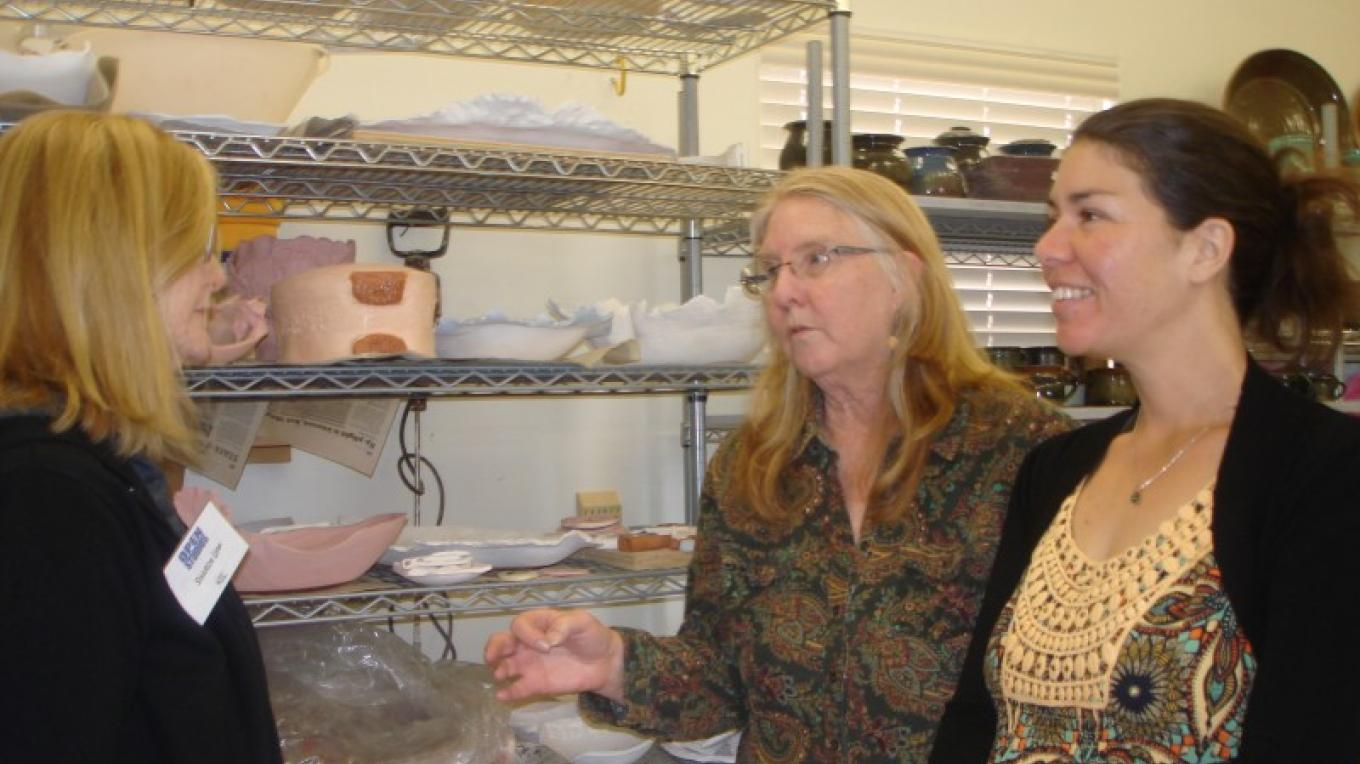 Clay Artist Sharon Upp in Discussion with Studio Visitors – Melanie Lee