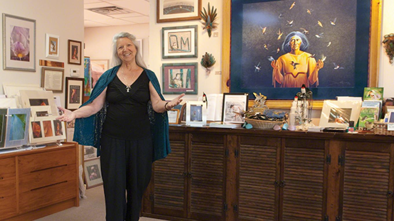 """Beth welcomes visitors to her 'All Things Hummingbird"""" business – Ross Hawkins"""