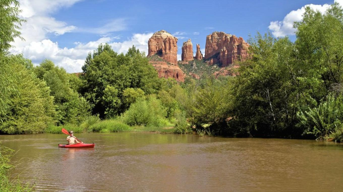 Kayaking near Cathedral Rock – Twildlife / Dreamstime.com