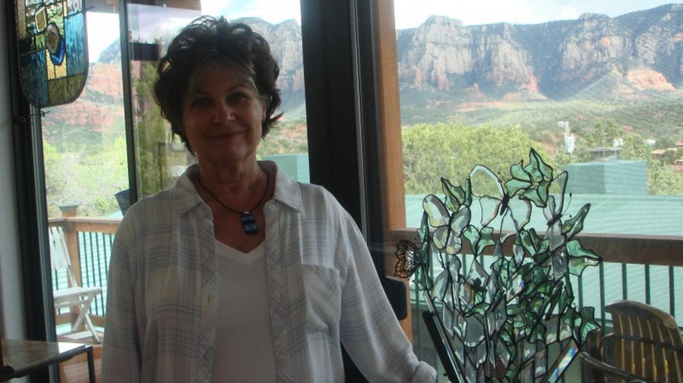 Glass Artist Holly Stedman in her Studio with the Red Rock Views – Melanie Lee