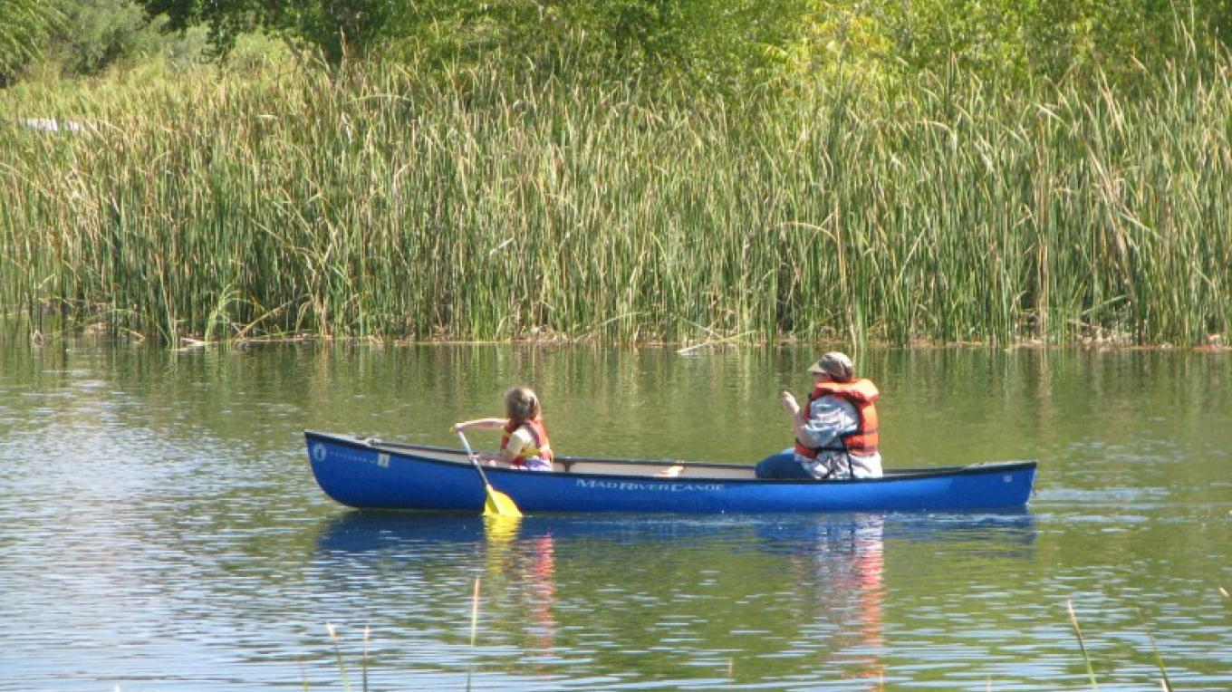 Canoeing in the lagoon at Dead Horse Ranch State Park in Cottonwood, Arizona – Arizona State Parks