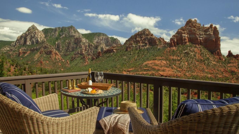 Vista Suite Balcony View – Robert Miller