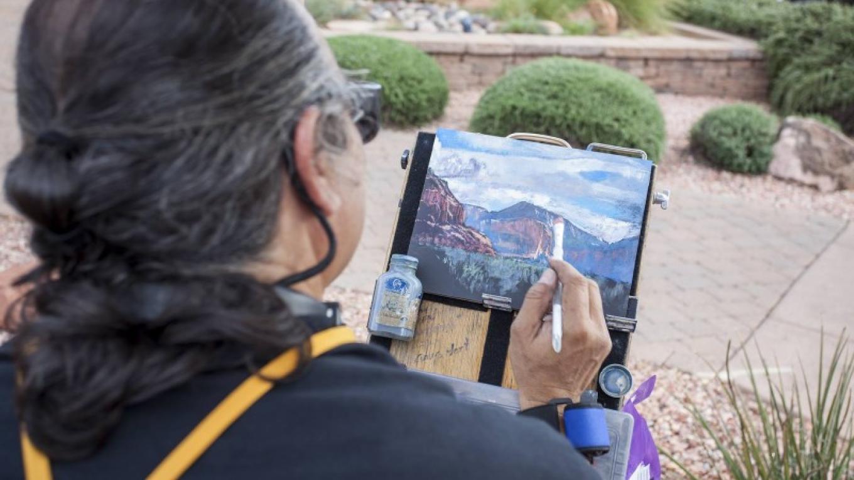 Williamson Tapia paints during the Sedona Plein Air Festival – Kelli Klymenko