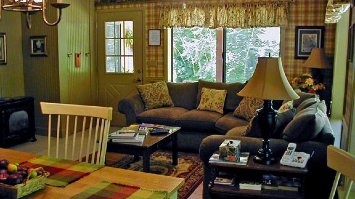Merritt Storybook Suite: country cottage style. – Shirley Millar