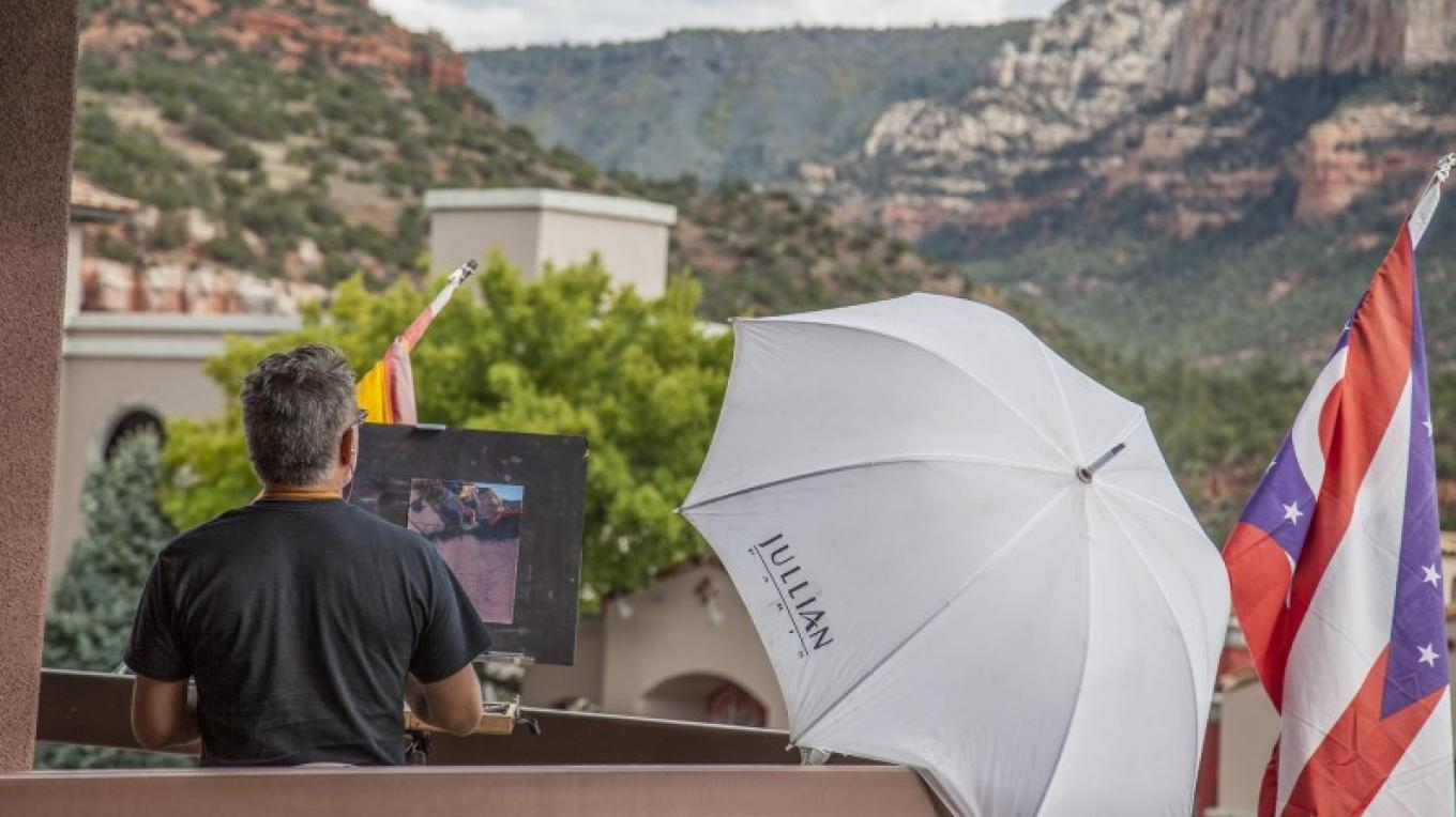 Bruce Gomez, working with pastels at the Sedona Plein Air Festival – Kelli Klymenko