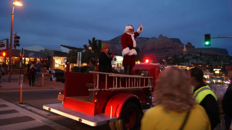 Santa arrives on Historic Fire Engine #1 – Sedona Main Street Program