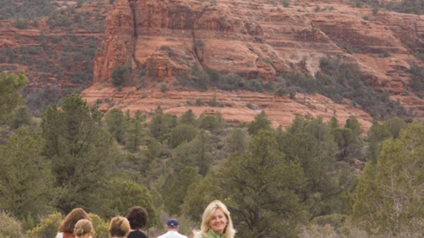 Mindful walking in the red rock landscape. On retreat with Sarah McLean – Martin Birrittella