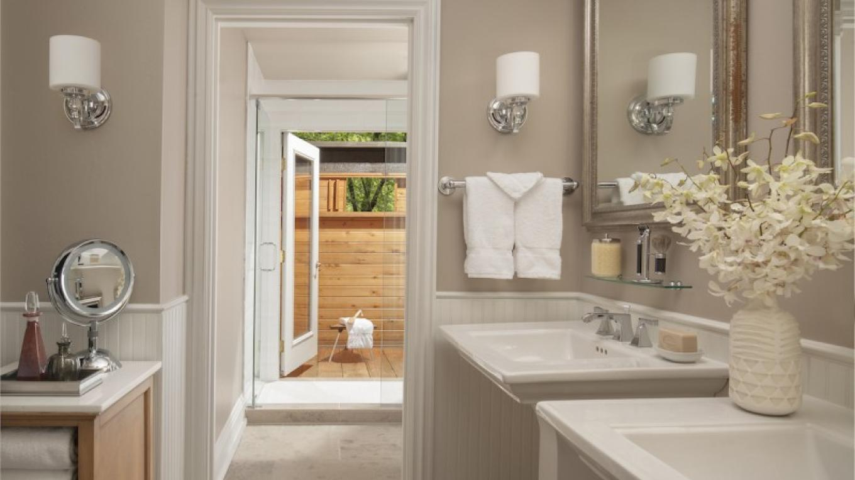 Creekside Cottage Bathroom – Robert Miller