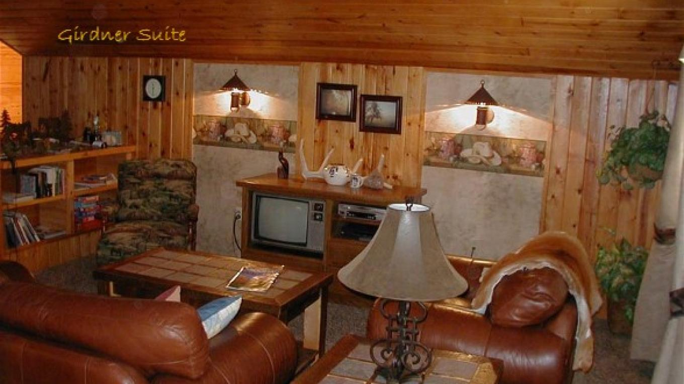 Girdner Trail's End suite: cozy western ambience. – Shirley Millar