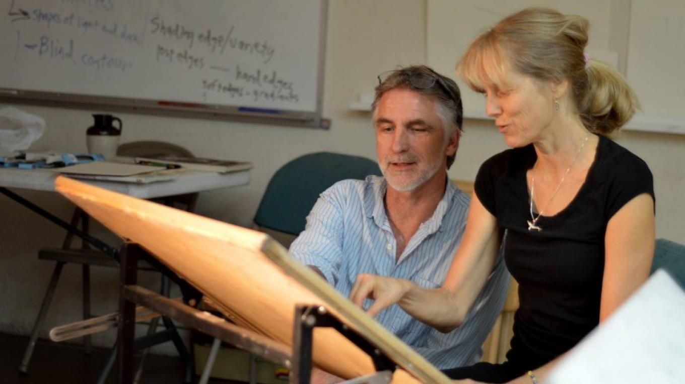 Vince Fazio instructs a student during his Drawing Crash Course at Sedona Arts Center – Kelli Klymenko