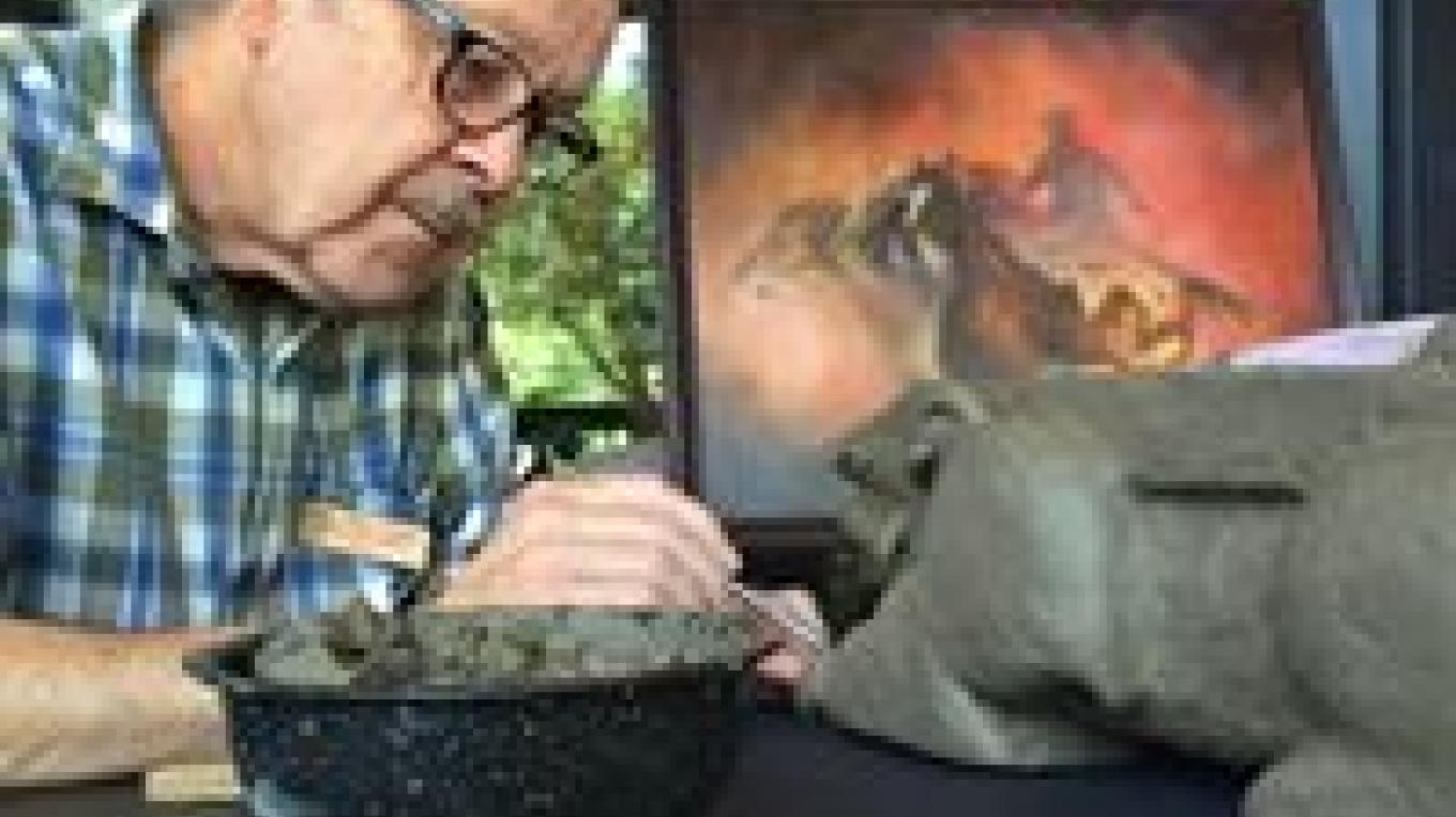 Sculptor Lucius Upshaw working at L'Auberge de Sedona
