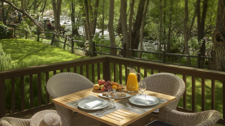 Creekside Cottage Deck Breakfast – Robert Miller