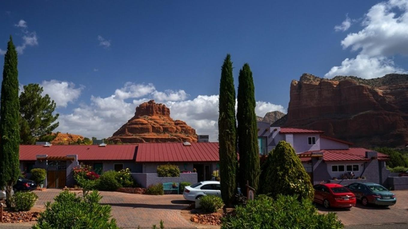 Front view of the Cozy Cactus with Bell Rock and Courthouse Butte in the background. (the View)