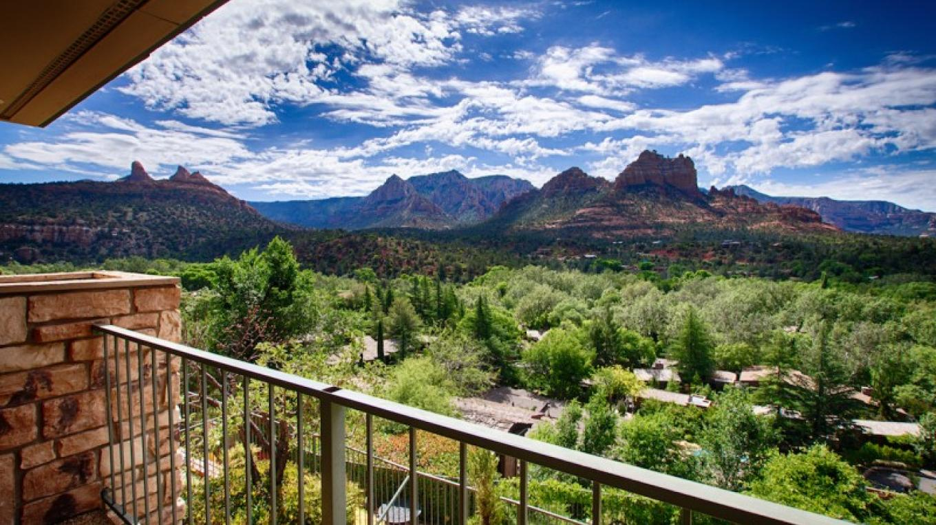 Red Rock view from Orchards Lobby – Jeffrey Wilson