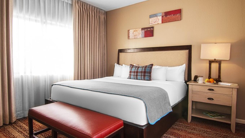 King Suite Bedroom – Leon Lucero