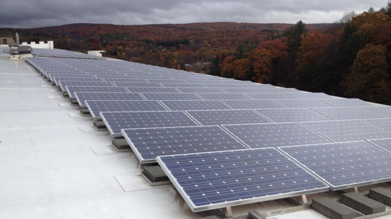 Solar farm on the roof of the Hawley Silk Mill – Photograph by: Jumping Rocks