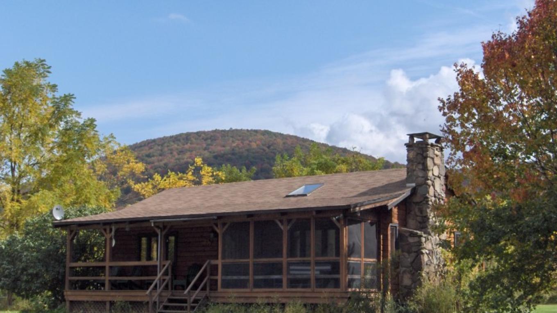 """""""Pakatakan"""" Lodge Fall – Annie Hood"""