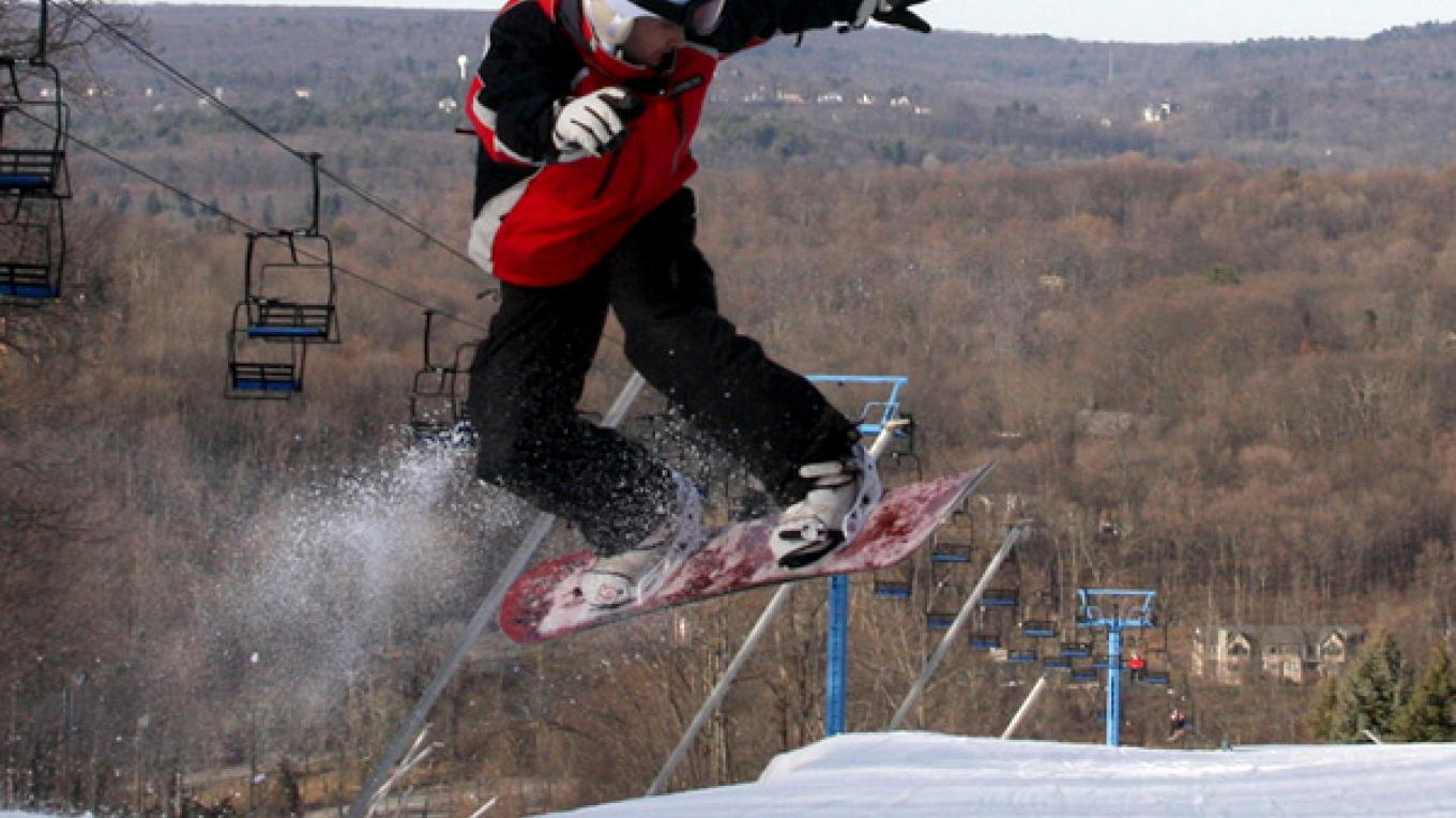 Snowboarding at the Shawnee Mountain. – Shawnee Mountain