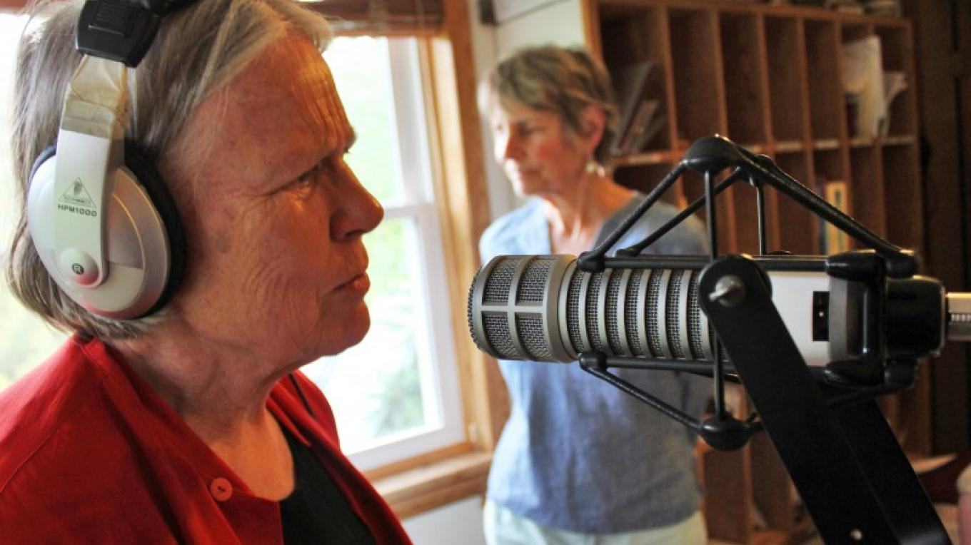 """Sonja Hedlund, host of locally-produced """"Ballads & Banjos"""" chats on the air – Jason Dole"""
