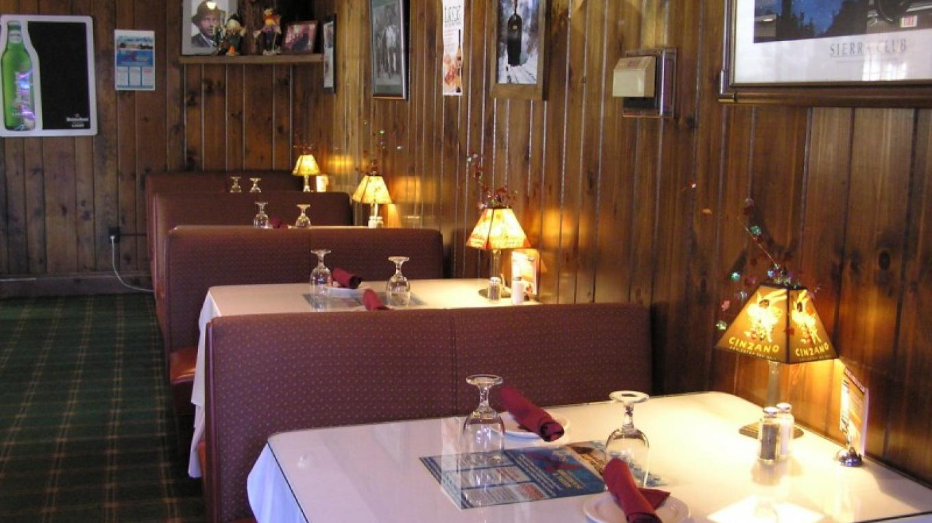 Casual Booth Dining in our Tavern – Bruce Brandli