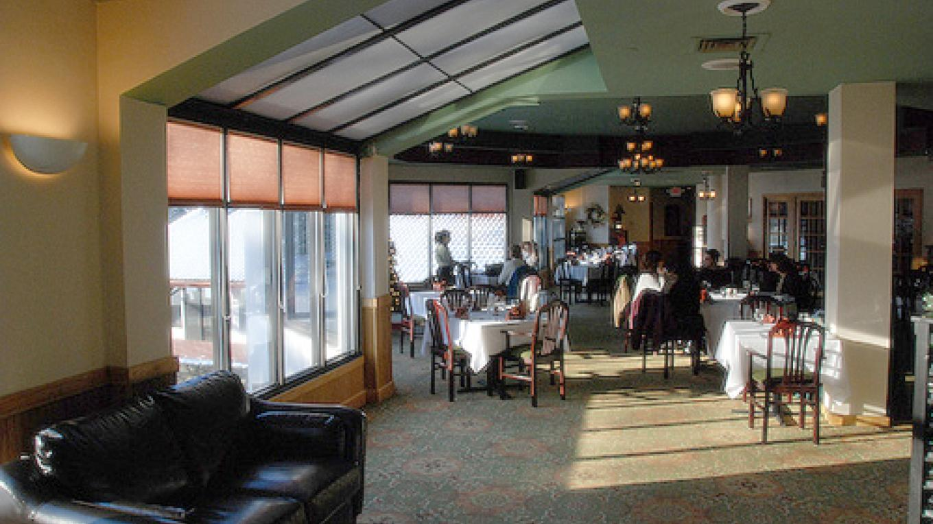 The dining area at the River Room – The Shawnee Inn and Golf Resort