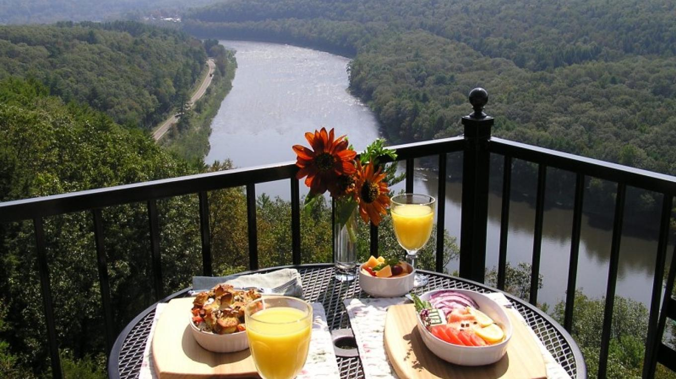 Savor gourmet breakfasts overlooking the river valley – Kurt Kreider