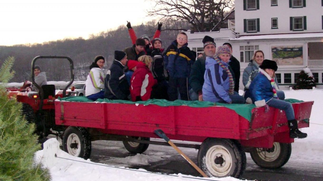 Tractor ride during winter at the Inn. – The Shawnee Inn and Golf Resort