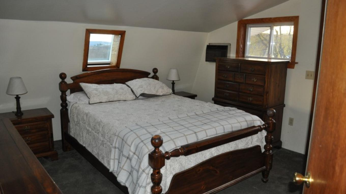 Same as previous queen bedroom in Carriage House efficiency apartment, view from room entrance