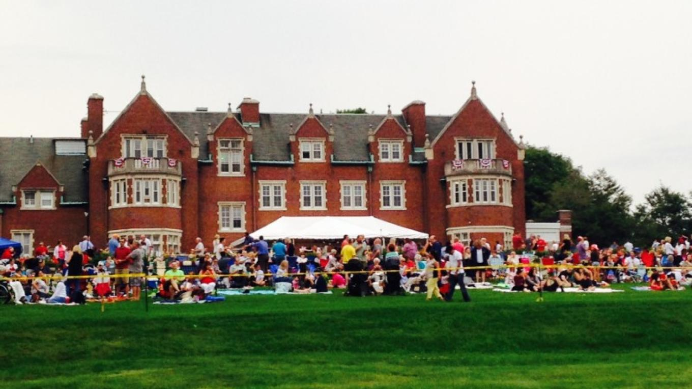 The Independence Day Celebration on the Lawn with Fireworks and entertainment – Laurie Rapisardi