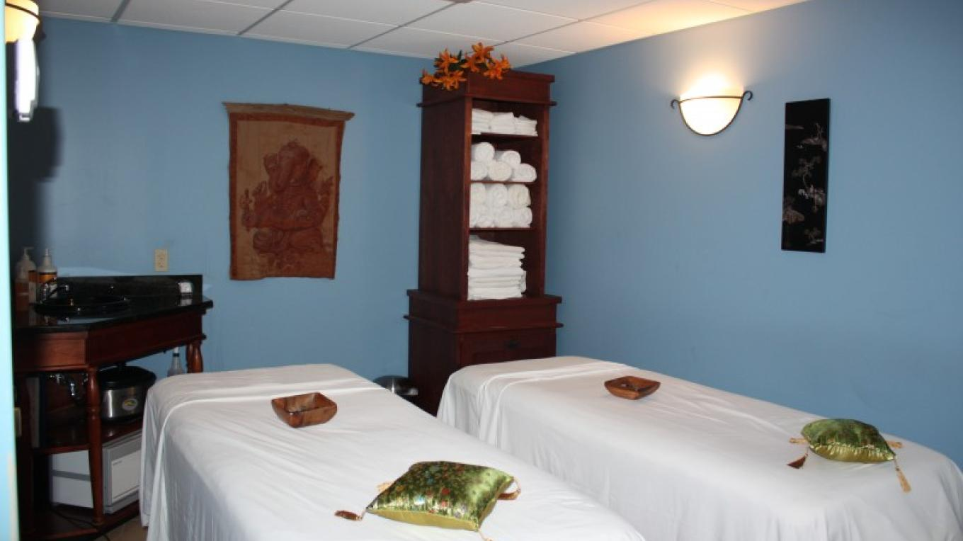 Couples massage room at the Spa. – The Shawnee Inn and Golf Resort