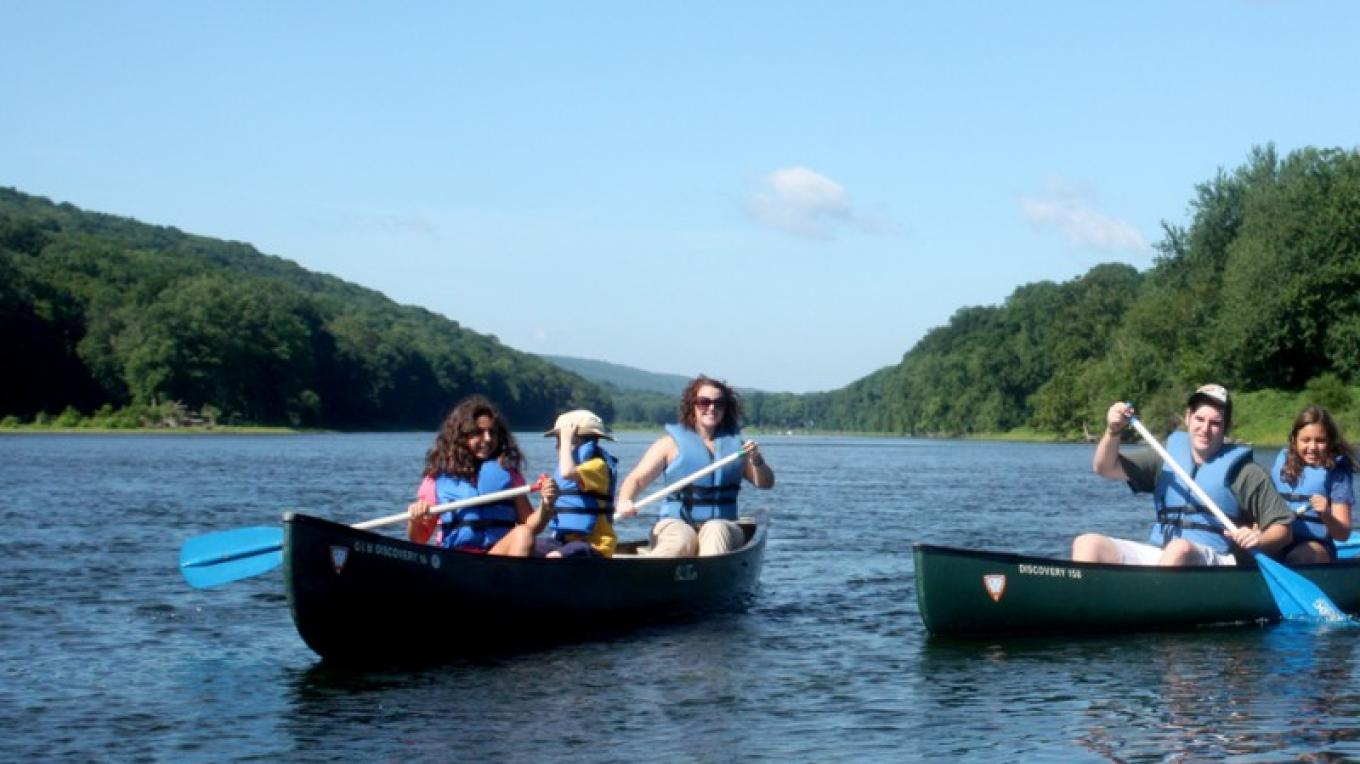 Canoeing down the Delaware River. – The Shawnee Inn and Golf Resort