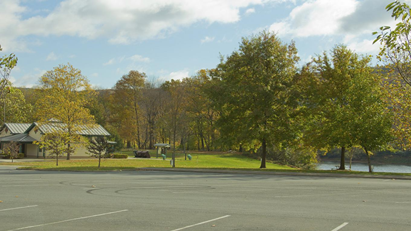 The parking area and restrooms at Smithfield Beach, PA. – National Park Service
