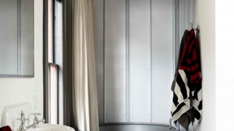 The SOAK suite bathroom – Kent Pell for Stickett Inn