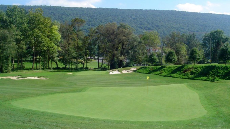 Golf course green – The Shawnee Inn and Golf Resort