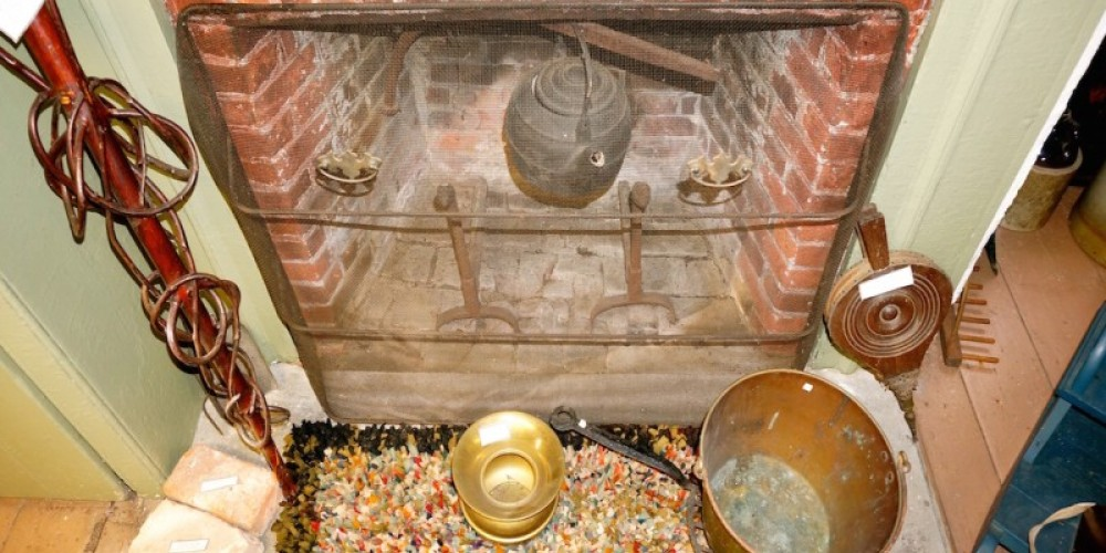 Colonial fireplace – Parashoot Productions