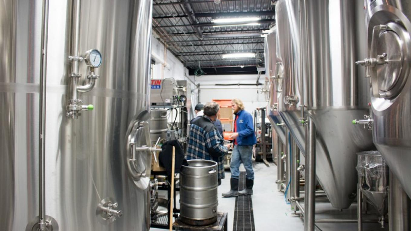 Take a tour of the brewery and learn more about the brew process. – The Roscoe Beer Co.