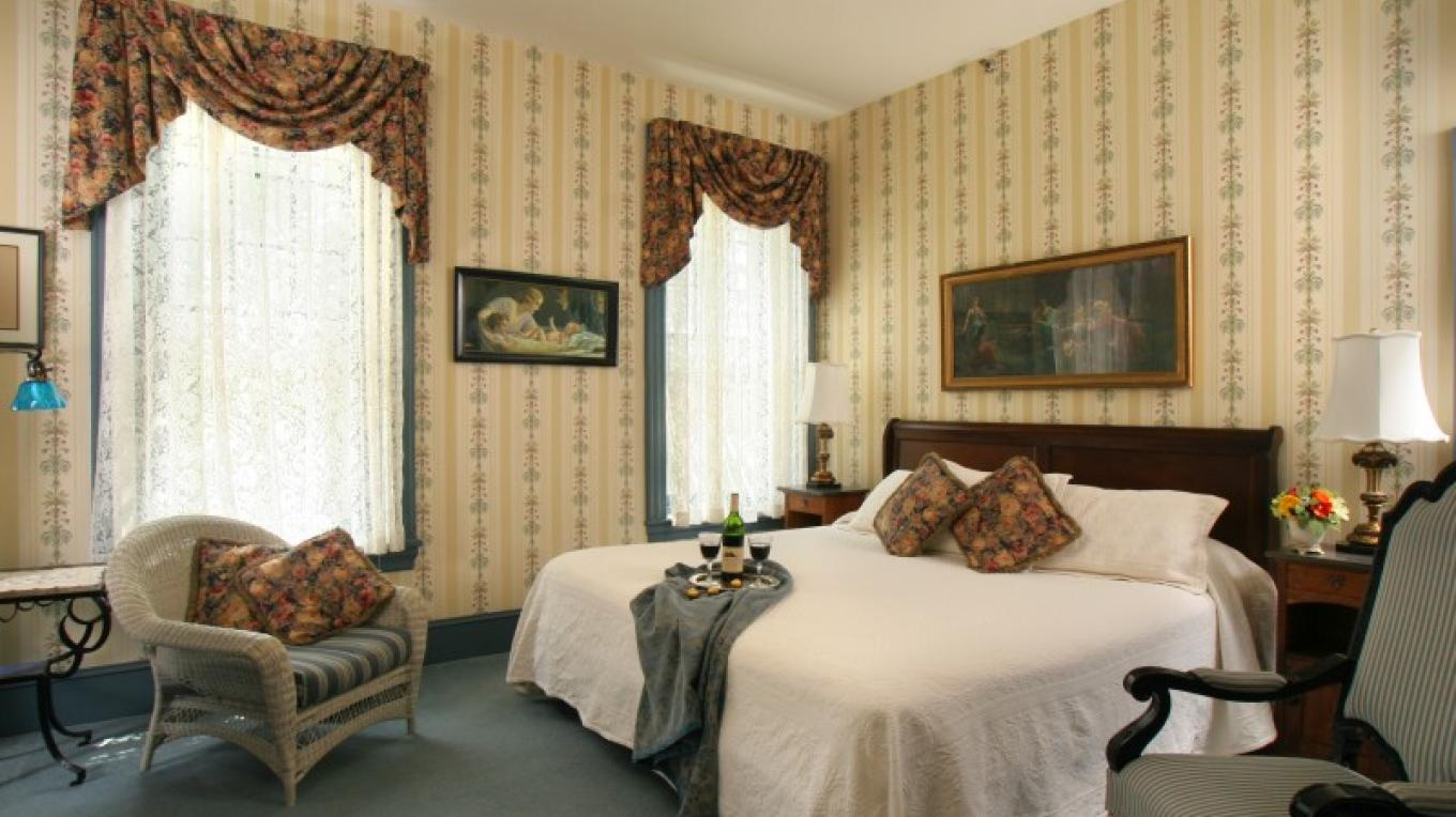 Inviting king-bed deluxe room – Jumping Rocks Photography