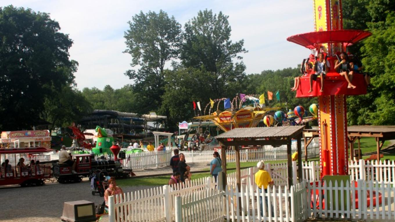 Fun Family Rides – Photograph by: Land of Make Believe