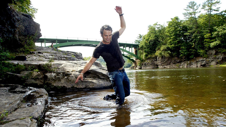 Mark Ruffalo plays in the Upper Delaware River – Times Herald Record