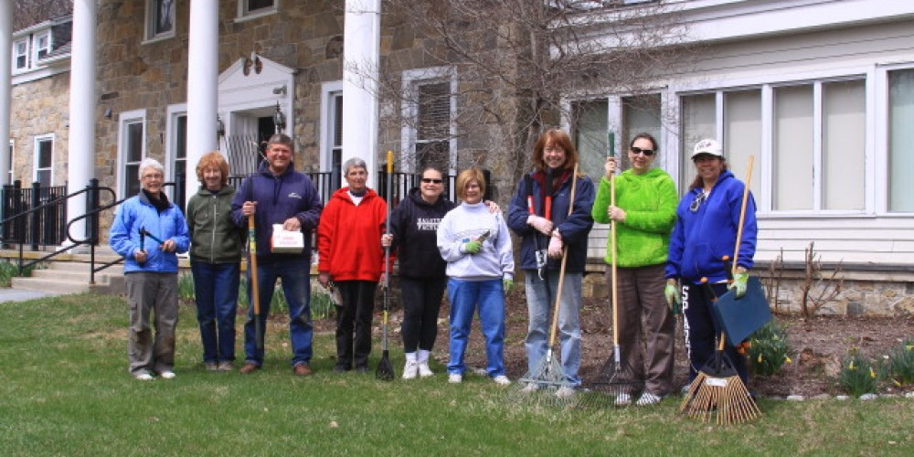 Sussex County Master Gardeners Spring Clean-up – Lynn K. Groves
