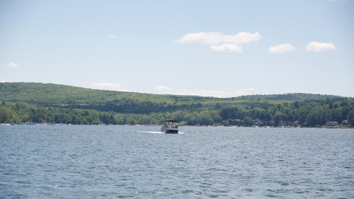Lake Wallenpaupack is a large lake in Northeastern PA. Learn about the history of the lake being built as your relax and take in all the lake activity. – Wallenpaupack Scenic Boat Tour