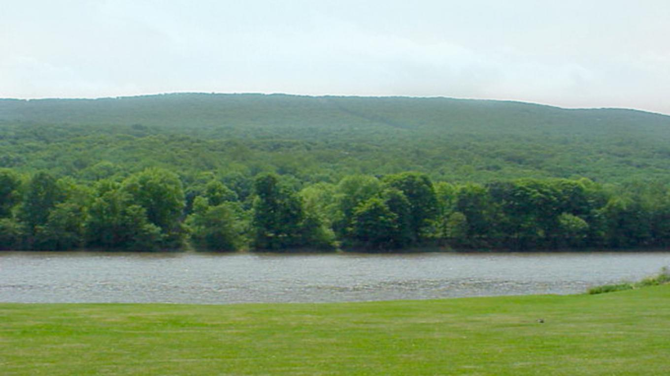 View of the Delaware River from Smithfield Beach. – National Park Service