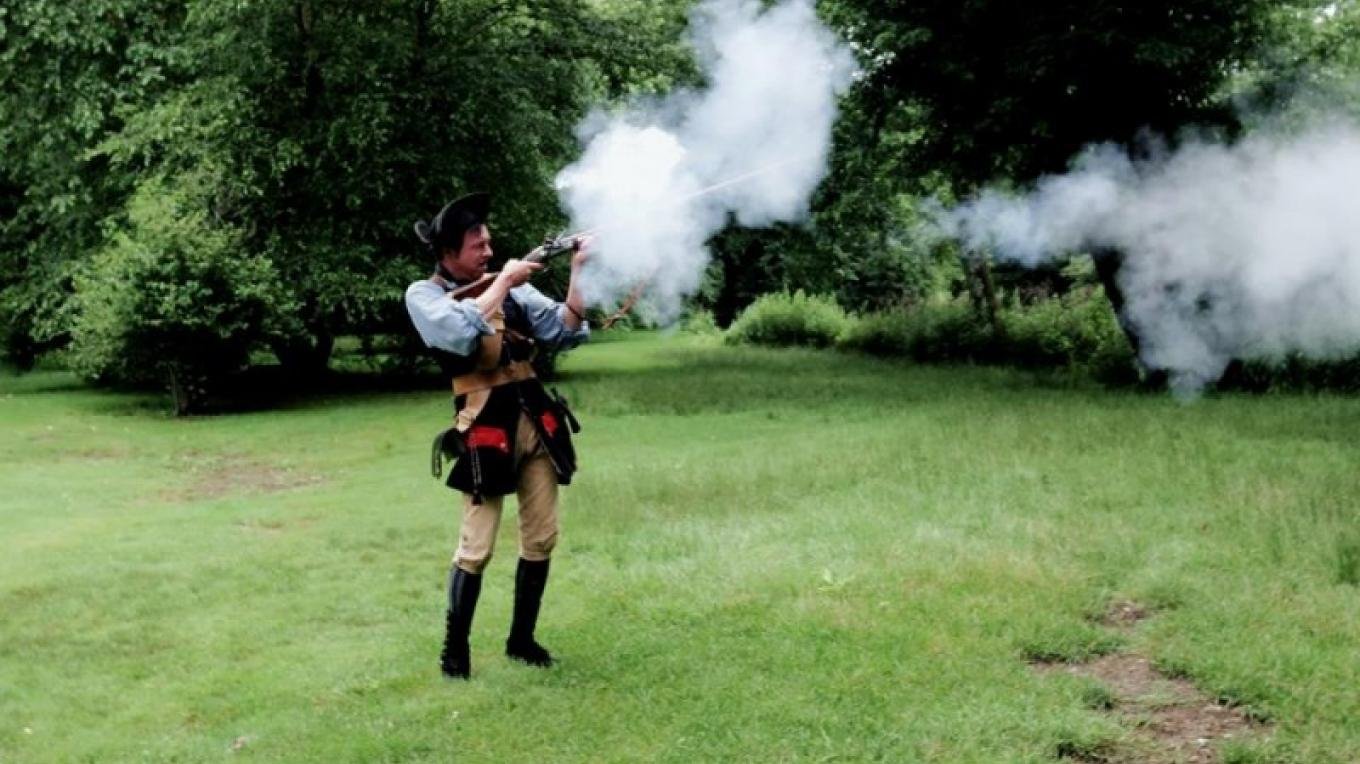 Demonstration of an 18th century firearm by Andy Drysdale of WCCHC at Footbridge Park – Cynthia Montes