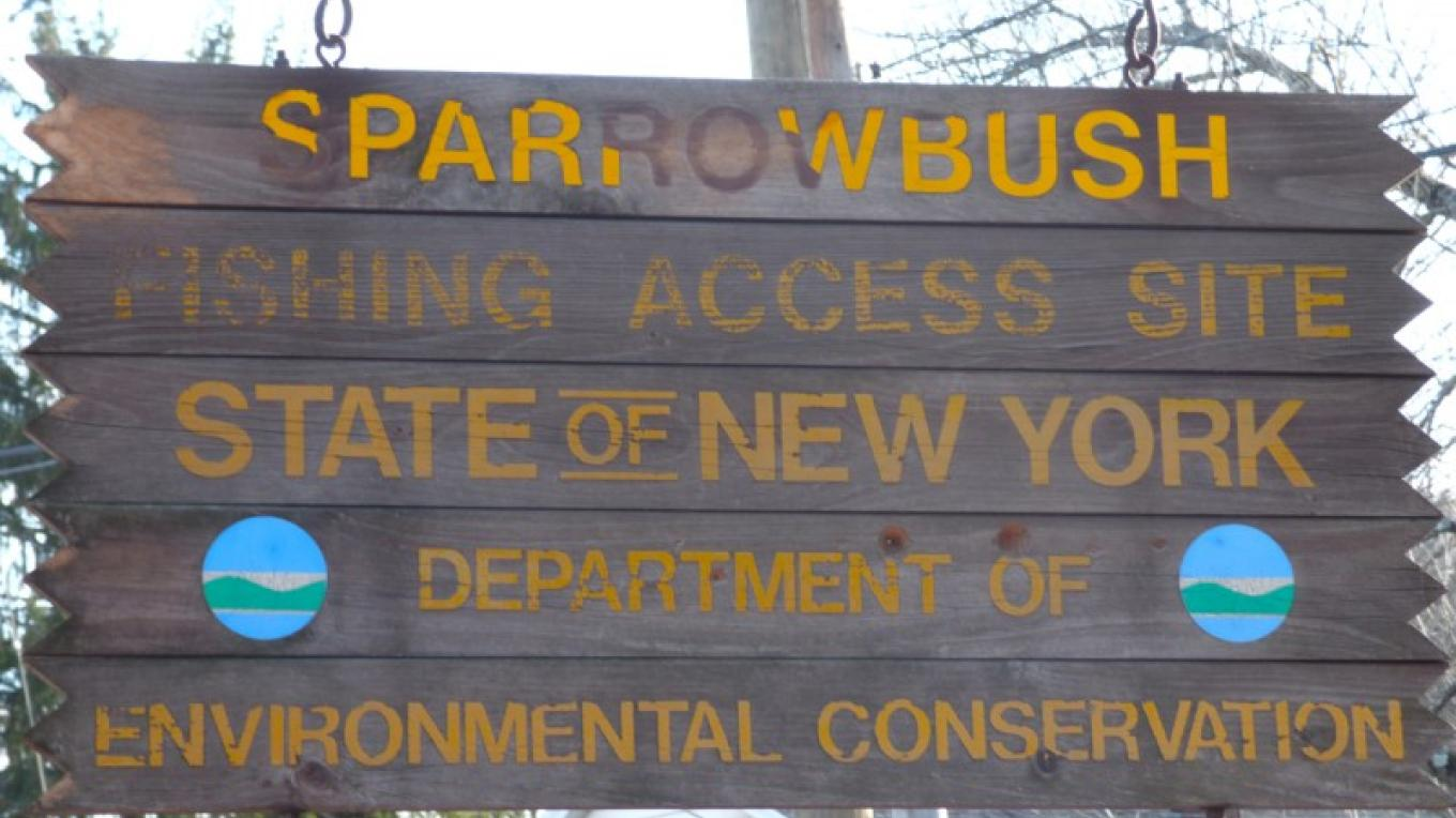 Access to Delaware River, Hook Rd. – Photograph by: Lynn M. Burns