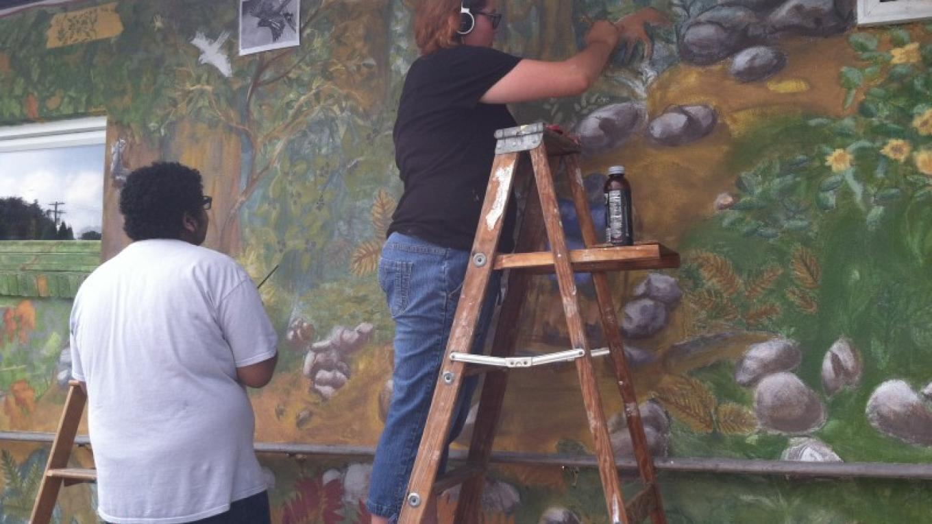 Students participate in painting the 2015 Heritage Mural in Wind Gap, PA. – Photograph by: Totts Gap Arts Institute