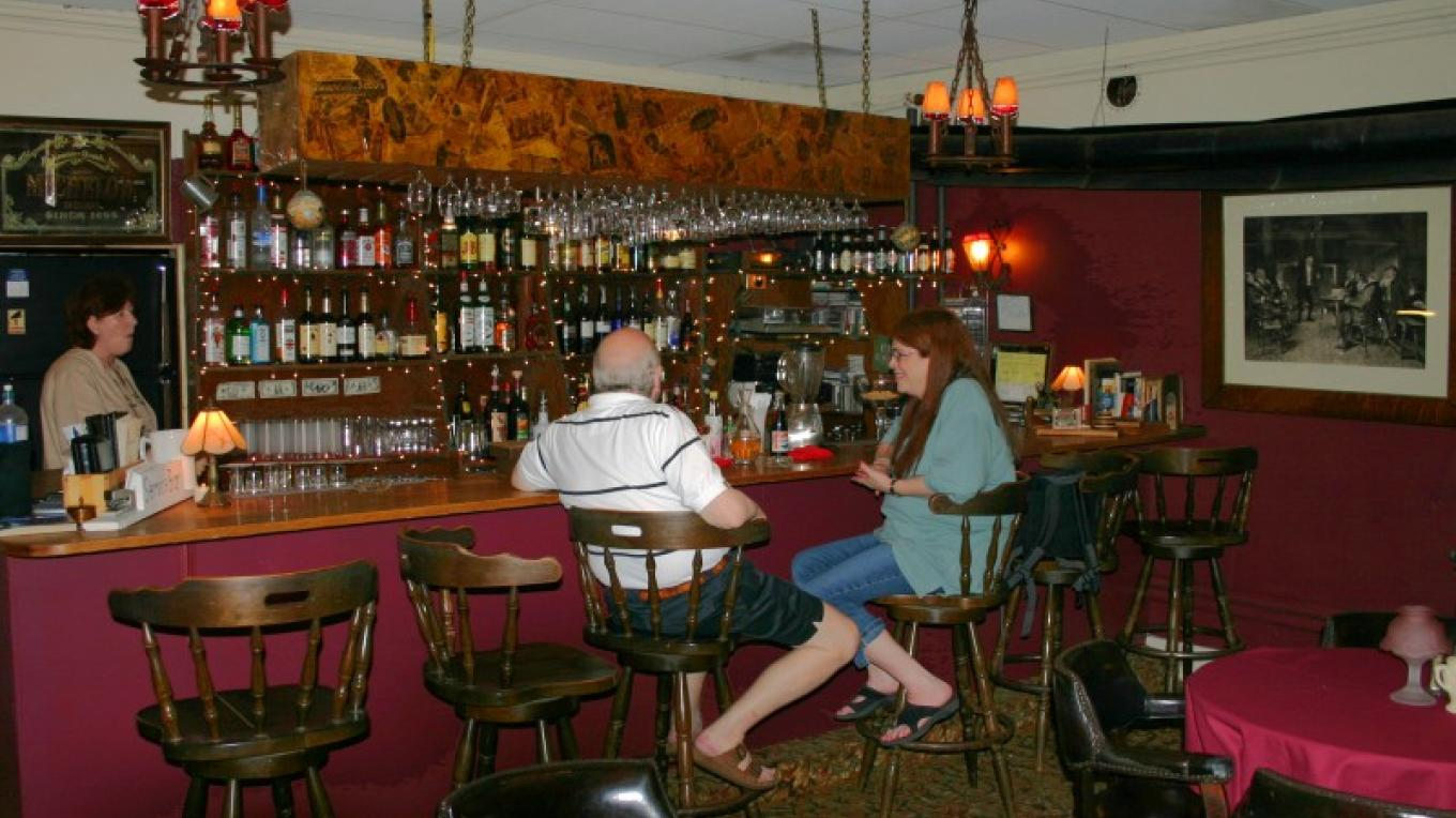 Stovepipe Bar – Photograph by: The Restaurant at The Inn at Starlight Lake