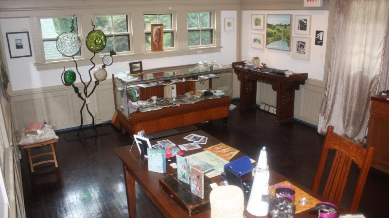 Interior view of the Gallery. – The Shawnee Inn and Golf Resort