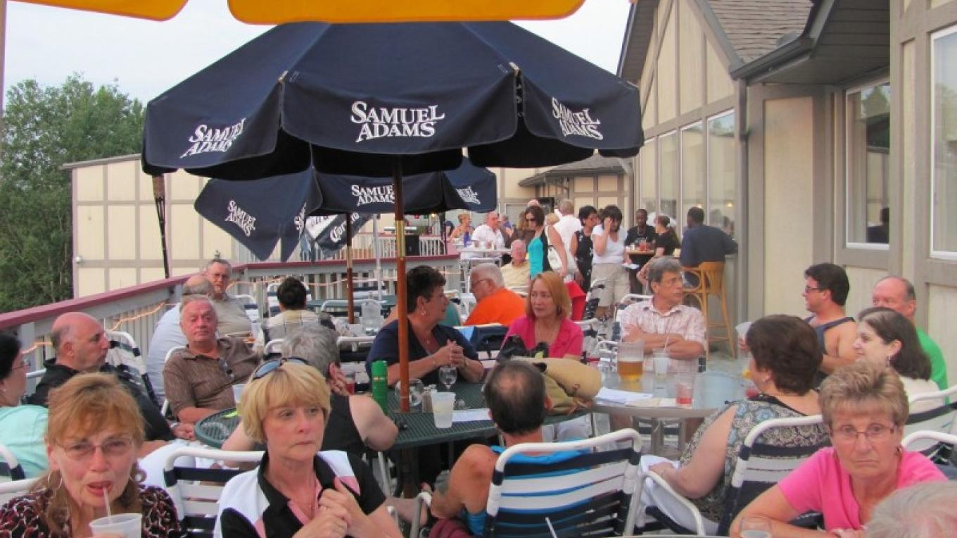 Outdoor dining on the deck! – Saw Creek Staff